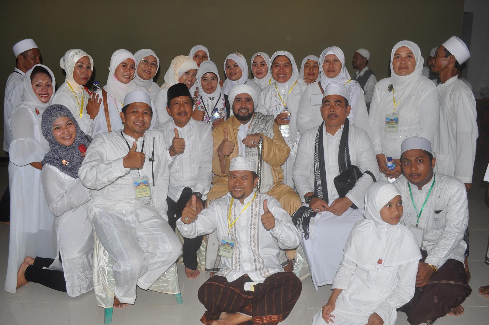 Foto_bersama_panitia_dengan_Bpk_Supramu_dan_Habib_Syech