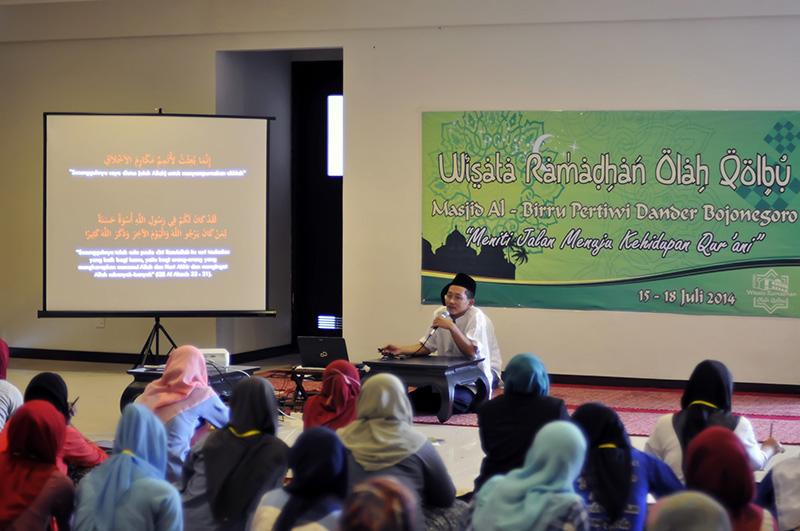 Ust-Fahrur-Rozi-saat-memberikan-materi-pada-Pesantren-Kilat-Wisata-Ramadhan