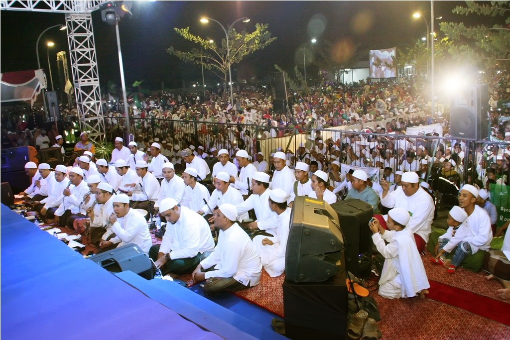 Group Ahbabul Musthoha yang mengiringi Habib Syech di Masjid Al-Birru Pertiwi