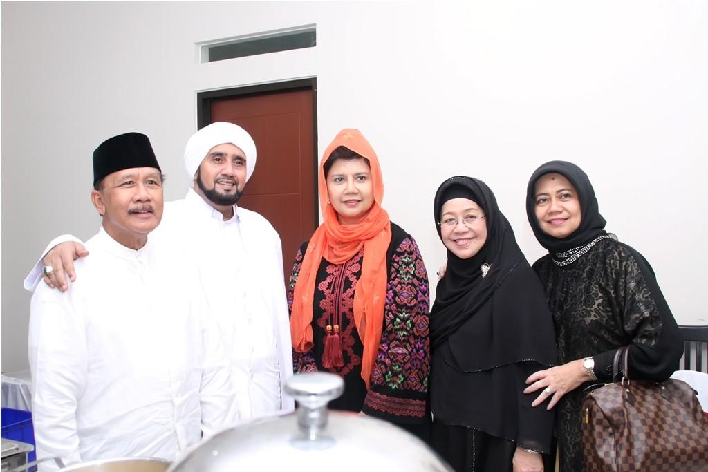 Habib Syech Assegaf Bersama Keluarga Bapak Supramu Santosa