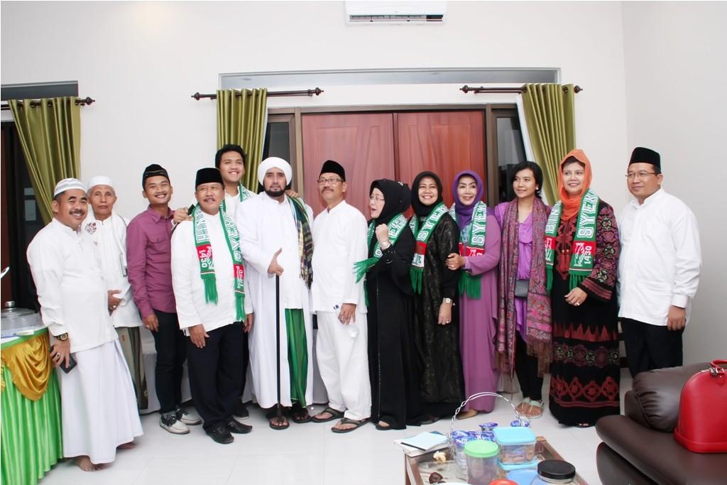 Keluarga Bapak Supramu Santoso Bersama Bupati Bojonegoro dan Habib Syech
