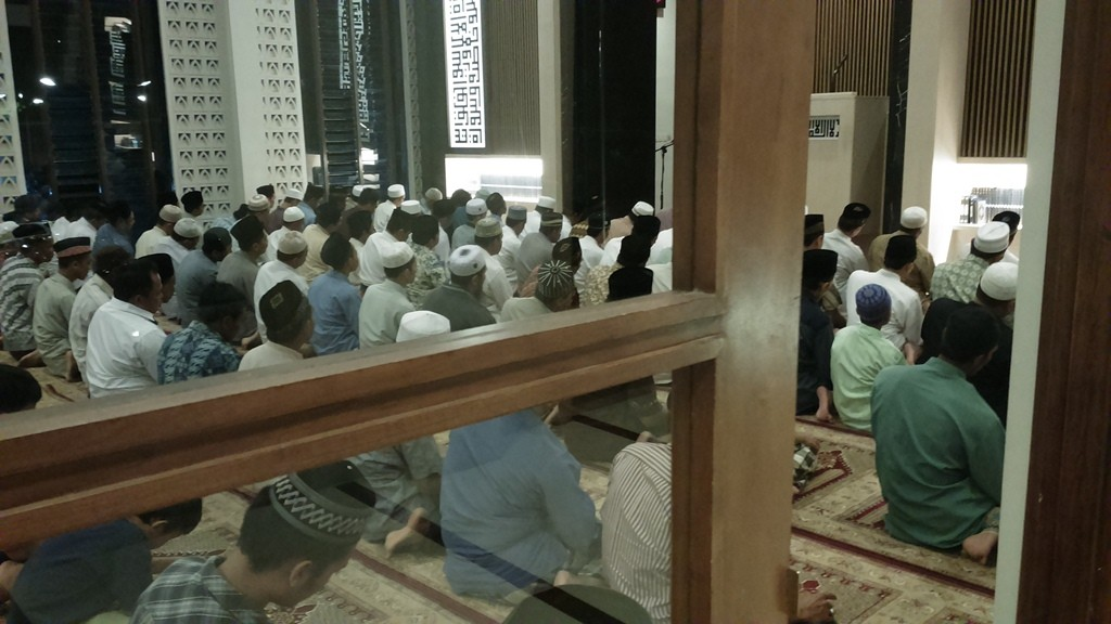 Suasana sholat tarawih, ONE NIGHT ONE JUZ